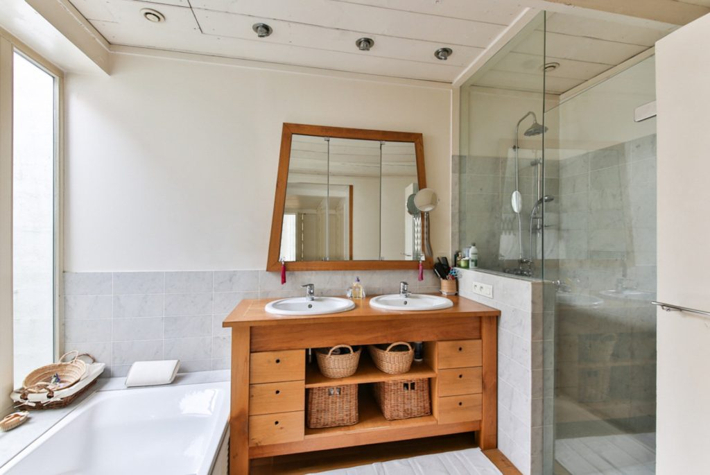 4 items to replace in your bathroom